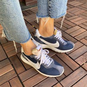 NIKE 'Cortez Roshe' navy blue sneakers.